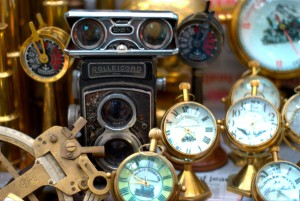 Antiques_being_sold_on_Colaba_Causeway