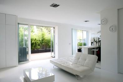 Modern-White-Minimalist-Living-Room-Decor
